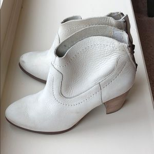 UGG Bootie Size 8